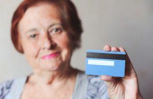Как не попасться на уловки мошенников людям старшего возраста