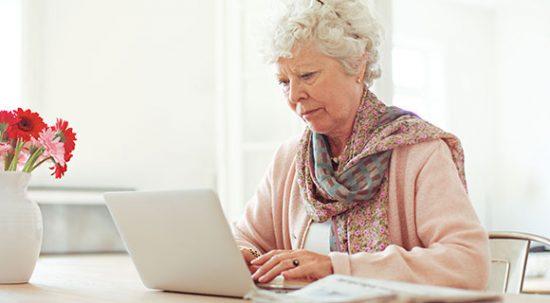 «Бабушка начас»: онлайн-обучение профессии няни для людей старшего возраста