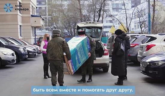 Социальные волонтеры подарили москвичке холодильник