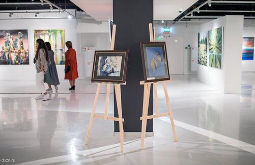 Художественная выставка участников проекта «Московское долголетие» открылась вбиблиотеке №30
