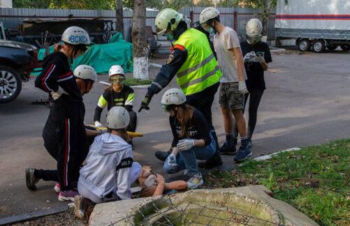 Тяжело вучении: Московские подростки приняли участие втренировочных сборах спасателей