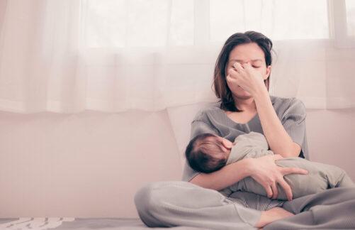 «Хочу все бросить иуехать»: как всемейных центрах помогают мамам справиться сэмоциональным выгоранием