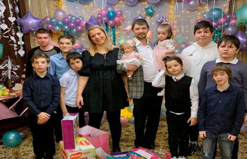 Воспитание сирот − дело семейное. История Михаила Буланкина иЕлены Рыкуновой
