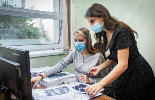 Более 200 подростков пройдут летнюю стажировку впроекте «Московское долголетие»