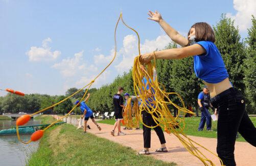 Водные спасатели проводят занятия сучастниками проекта «PROГероев»